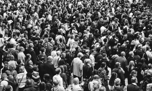 A crowd of people, photo by Rob Curran on Unsplash